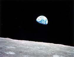 Weltraum - Mond mit Blick auf Erde